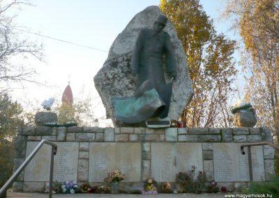 Gádoros II. világháborús emlékmű 2014.11.20. küldő-Sümec (10)