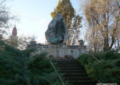 Gádoros II. világháborús emlékmű 2014.11.20. küldő-Sümec