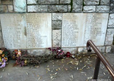 Gádoros II. világháborús emlékmű 2014.11.20. küldő-Sümec (7)