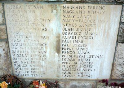 Gádoros II. világháborús emlékmű 2014.11.20. küldő-Sümec (8)