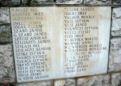 Gádoros II. világháborús emlékmű 2014.11.20. küldő-Sümec (9)