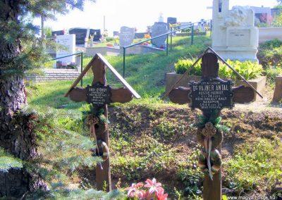 Gánt, hadisírok a temetőben.