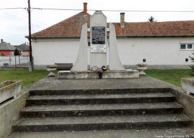 Géberjén világháborús emlékmű 2014.11.22. küldő-kalyhas (2)