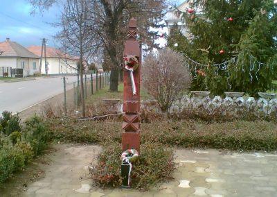 Gégény emlékmű csoport 2007.01.07. küldő-Ágca (2)
