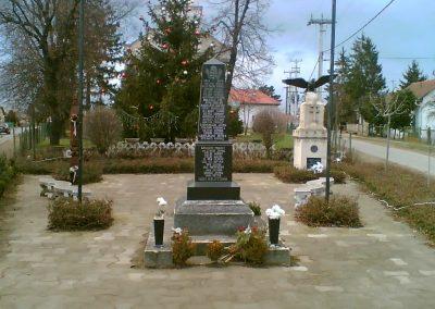 Gégény emlékmű csoport 2007.01.07. küldő-Ágca