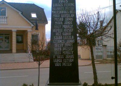Gégény emlékmű csoport 2007.01.07. küldő-Ágca (5)