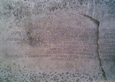 Gödöllő II.vh emlékmű 2009.12.28. küldő-Huszár Peti (2)