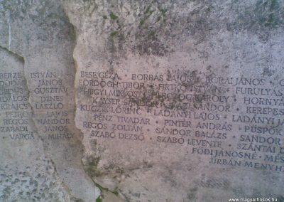 Gödöllő II.vh emlékmű 2009.12.28. küldő-Huszár Peti (3)