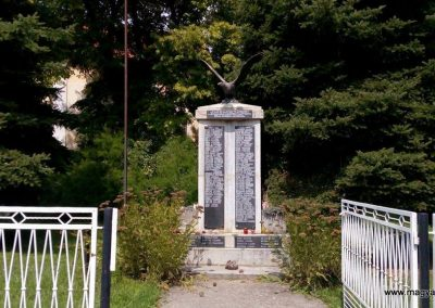 Gölle világháborús emlékmű 2016.08.21. küldő-Sümec (1)