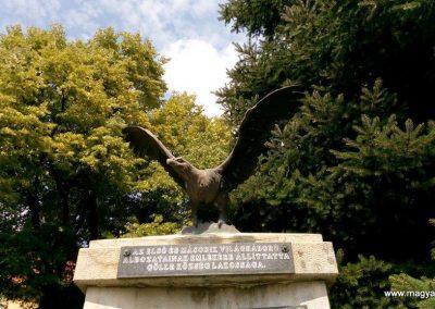 Gölle világháborús emlékmű 2016.08.21. küldő-Sümec (2)