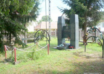 Göncruszka világháborús emlékmű 2012.07.17. küldő-Sümec (10)