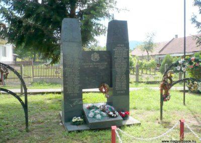 Göncruszka világháborús emlékmű 2012.07.17. küldő-Sümec (2)