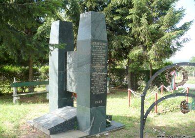 Göncruszka világháborús emlékmű 2012.07.17. küldő-Sümec (9)