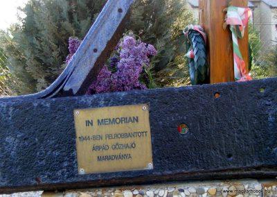Gönyü Az elhunyt hajósok emlékműve II.vh 2012.04.27. küldő-Méri (2)