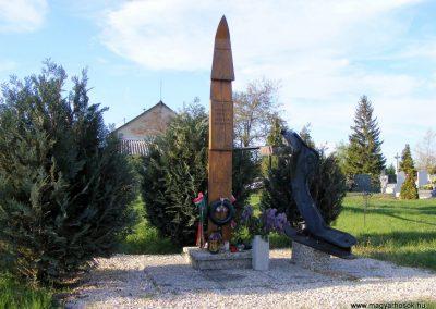 Gönyü Az elhunyt hajósok emlékműve II.vh 2012.04.27. küldő-Méri