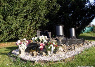 Gönyü a II.vh névtelen áldozatainak emlékműve 2012.04.27. küldő-Méri (1)
