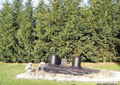 Gönyü a II.vh névtelen áldozatainak emlékműve 2012.04.27. küldő-Méri