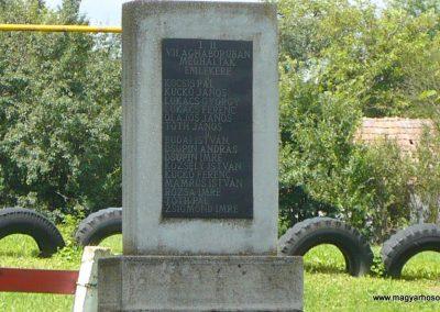 Gagyvendégi világháborús emlékmű 2010.08.09. küldő-Gombóc Arthur (2)
