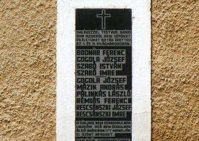 Galvács világháborús emléktábla a RK templom falán 2010.08.14. küldő-Gombóc Arthur