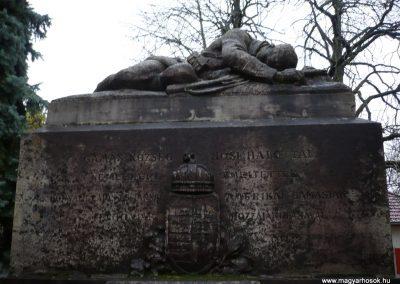 Gamás világháborús emlékmű 2009.12.09. küldő-Sümec (2)