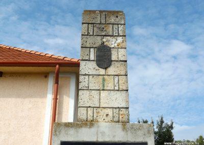 Garadna II. világháborús emlékmű 2015.08.23. küldő-kalyhas (2)