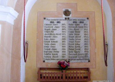 Garamkövesd I. és II. világháborús emléktábla a templomban