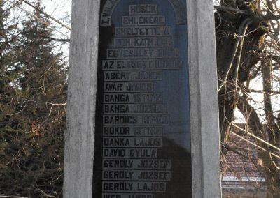 Gencsapáti világháborús emlékmű 2009.01.16.küldő-gyurkusz (3)