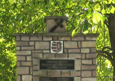 Girincs és Kiscsécs közös II. világháborús emlékmű 2007.09.24. küldő-kalyhas (1)