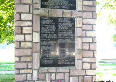Girincs és Kiscsécs közös II. világháborús emlékmű 2007.09.24. küldő-kalyhas (2)