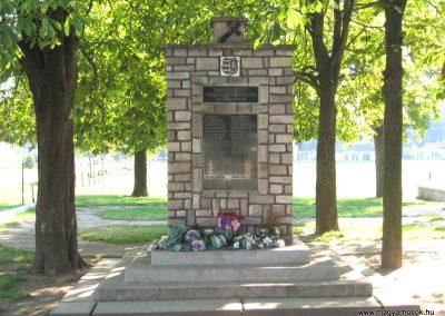 Girincs és Kiscsécs közös II. világháborús emlékmű 2007.09.24. küldő-kalyhas