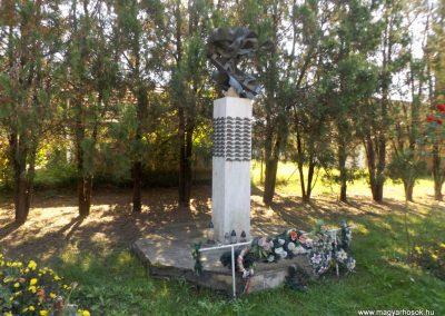 Gulács II. világháborús emlékmű 2016.09.27. küldő-kalyhas (9)