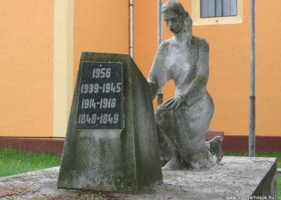 Gyöngyösoroszi hősi emlékmű 2010.05.14. küldő-kalyhas (3)