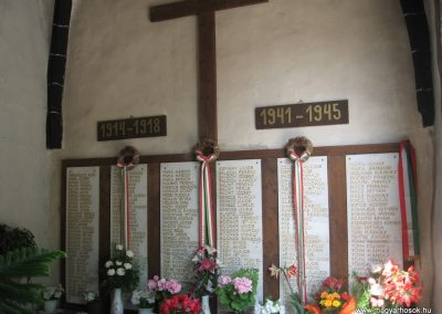 Gyöngyöspata világháborús emlékhely a templomban 2009.05.10.küldő-kalyhas (1)