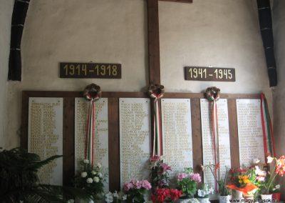 Gyöngyöspata világháborús emlékhely a templomban 2009.05.10.küldő-kalyhas (2)