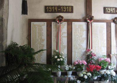 Gyöngyöspata világháborús emlékhely a templomban 2009.05.10.küldő-kalyhas (3)