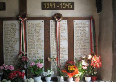 Gyöngyöspata világháborús emlékhely a templomban 2009.05.10.küldő-kalyhas (4)