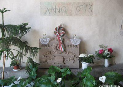 Gyöngyöspata világháborús emlékhely a templomban 2009.05.10.küldő-kalyhas (7)