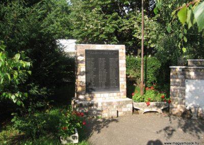 Gyöngyössolymos világháborús emlékmű 2009.06.28. küldő-kalyhas (1)