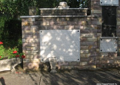 Gyöngyössolymos világháborús emlékmű 2009.06.28. küldő-kalyhas (4)