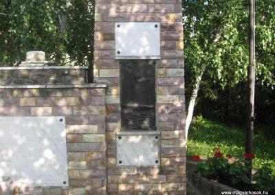 Gyöngyössolymos világháborús emlékmű 2009.06.28. küldő-kalyhas (5)