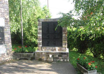 Gyöngyössolymos világháborús emlékmű 2009.06.28. küldő-kalyhas (6)