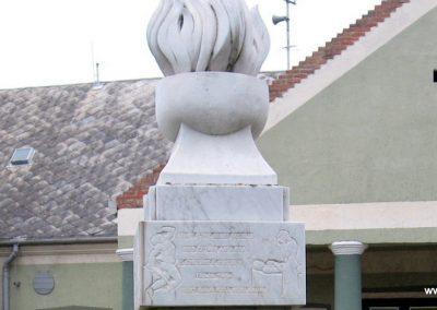 Gyöngyöstarján világháborús emlékmű 2007.10.12. küldő-kalyhas (10)