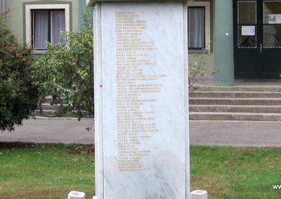 Gyöngyöstarján világháborús emlékmű 2007.10.12. küldő-kalyhas (11)