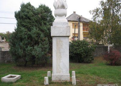 Gyöngyöstarján világháborús emlékmű 2007.10.12. küldő-kalyhas (3)