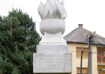 Gyöngyöstarján világháborús emlékmű 2007.10.12. küldő-kalyhas (4)
