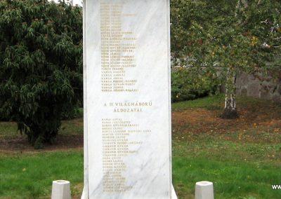 Gyöngyöstarján világháborús emlékmű 2007.10.12. küldő-kalyhas (8)