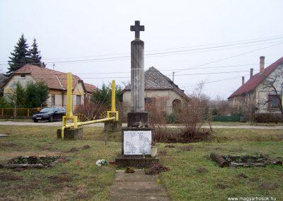 Gyúró világháborús emlékmű 2014.02.03. küldő-Horváth Zsolt