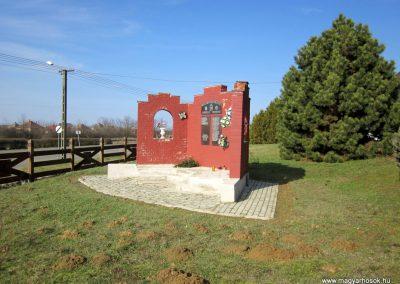 Gyüre világháborús emlékmű 2014.02.24. küldő-kalyhas (4)