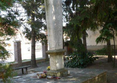 Győrújbarát világháborús emlékmű 2009.09.25. küldő-Sümec (2)