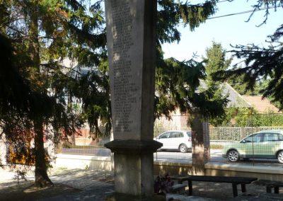 Győrújbarát világháborús emlékmű 2009.09.25. küldő-Sümec